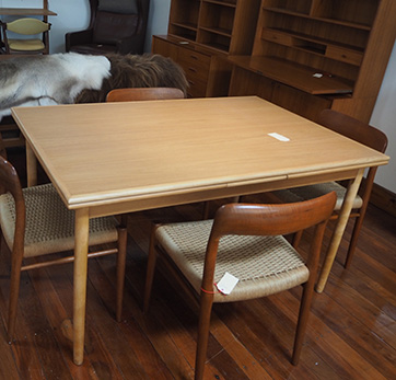 Oak extensions table – SOLD
